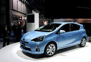 El Aqua, que fuera de Japón se conocerá como Prius-C, con capacidad para 5 personas y menos de 4 metros de largo, saldrá al mercado con la vitola de ser uno de los coches más eficientes del mundo al consumir un litro de gasolina por cada 35 kilómetros.