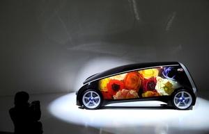 Toyota presentó sus sorprendentes primicias mundiales Fun-Vii (Fun Vehicle interactive internet); el FCV-R, con cuerpo de deportivo y alma ecológica; el pequeño coche eléctrico urbano de cuatro plazas FT-EV III, y el híbrido Aqua.