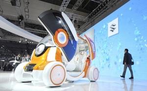 Los autos ecológicos se pusieron bajo los reflectores en la exhibición de autos de Tokio, mientras las automotrices japonesas voltean a las tecnologías eficientes en el uso de combustibles para refortalecer su crecimiento.