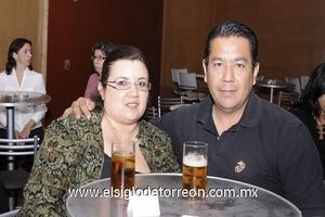 02122011 LAURA  Fernández y Rodolfo Noval.