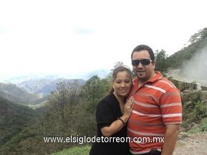 04122011 GABY  Montoya y Ramón Dávila Aguilera festejaron 15 años de casados en el mes de noviembre.