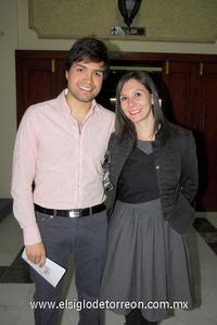 05122011 RENé  Flores y Julia Lanfort.