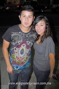 06122011 RICARDO  Castañeda y Gloria Estefanía, captados en reciente evento social.