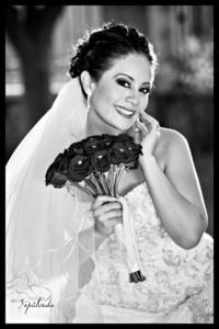 Lic. Gabriela Marisol Aparicio Pérez el día de su boda con el D.G. José Roberto Narez Sotomayor. <p> <i>Studio Sepúlveda</i>