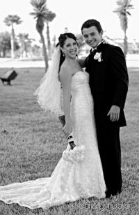 Srita. Laura Chávez Ruiz y Sr. Daniel Alejandro Martínez Gutiérrez, el día de su boda. <p> <i>Eficaz Estudio</i>