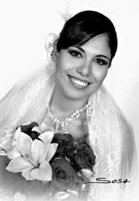 Srita. Dulce Victoria Hidalgo Villarreal el día de su enlace matrimonial con el  Sr. Cristian de la Rosa Fernández. <p> <i>Studio Sosa</i>