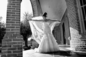 Srita Anilú Cristina Guadalupe Montañez González unió su vida en matrimonio a la del Sr. Marco Antonio Contreras Herrera. <p> <i>Lemotions Fotografía</i>