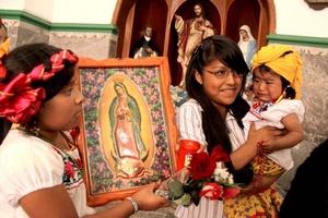 Niños caracterizados como Juan Diego no pudieron faltar a la Basílica de Guadalupe.