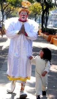 A la peregrinación acudieron payasos también acompañados de sus niños.