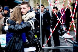 Ataque armado. Policías resguardan el lugar del ataque en centro belga de Lieja.  No está claro el motivo del ataque en la Place Saint-Lambert, el punto de entrada a las calles comerciales del centro de esta ciudad del este de Bélgica.
