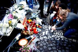 Un hombre armado con granadas y un fusil automático abrió fuego indiscriminado en el centro de la ciudad belga de Lieja, donde mató a tres personas e hirió a más de un centenar, muchas de ellas jóvenes estudiantes, tras lo que se suicidó.