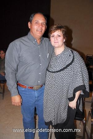 16122011 JOSé ANTONIO  y Adriana de Izaguirre.