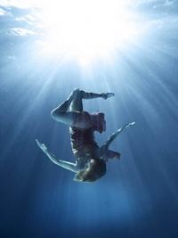 Underwater, es una de sus secuencias más famosas.