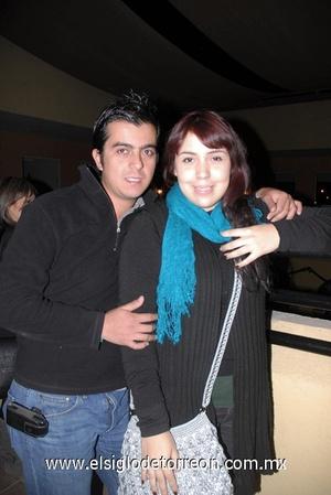 17122011 GERARDO  Cuesta y Denisse Ávalos.