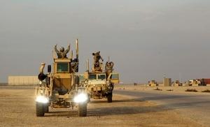 Pese a que oficialmente los últimos uniformados de las Fuerzas Armadas de EEUU se marcharon, Yaber subrayó que 157 militares de esta nacionalidad permanecerán en Irak, junto a un pequeño grupo de marines, para la protección de la Embajada estadounidense.