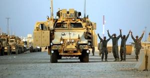 En medio de la alegría que causa entre los iraquíes la marcha de los uniformados estadounidenses, el analista político Fahd Yaber consideró que la destrucción de las infraestructuras y el número de víctimas civiles que causó la ocupación quedarán por largos años fijos en las retinas de los ciudadanos.