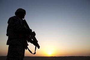 Los últimos soldados estadounidenses que quedaban en Irak abandonaron el país en dirección a Kuwait, con lo que Washington pone fin a casi nueve años de presencia en Irak.