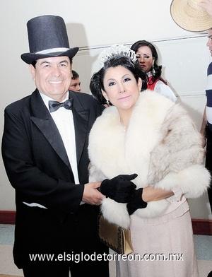 18122011 GUILLERMO  y Lety Contreras.