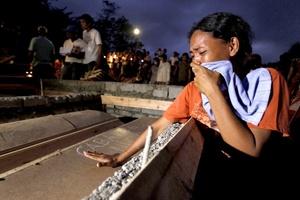 En las dos ciudades más afectadas, Iligan y Cagayan de Oro, cientos de cadáveres continúan sin ser identificados, aunque ambos ayuntamientos han aplazado sus planes de enterrarlos en fosas comunes por desavenencias legales con el Gobierno central.