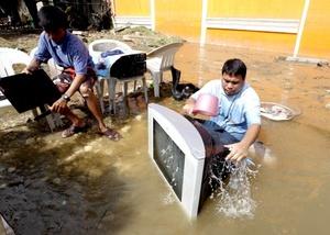 Aldeas enteras y cientos de viviendas fueron anegadas por las riadas causadas por las copiosas precipitaciones que la tormenta tropical descargó en la región desde el viernes.