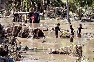 Según datos del Consejo Nacional de Prevención y Respuesta de Desastres la cifra de decesos se situó en 957, mientras los desaparecidos superan los 550.