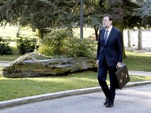 Mariano Rajoy, llegó al Palacio de la Moncloa andando por los jardines del complejo, tras jurar su cargo ante el rey en la Zarzuela.