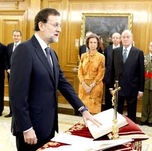 Mariano Rajoy juró ante el rey Juan Carlos como presidente del gobierno español, con lo que se convirtió en el sexto mandatario de la democracia de este país.
