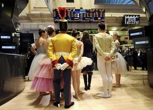 Los integrantes del Ballet de Nueva York deleitaron a los empleados de Wall Street.