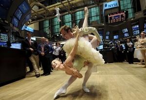 Una pareja de bailarines interpreta un número de la obra El Cascanueces, del coreógrafo George Balanchine.