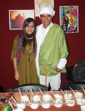 22122011 CAROLINA  Monárrez y José Galindo.