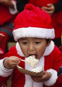 El gobierno Nepalí comenzó a celebrar oficialmente la Navidad cuando el país se convirtió en república en 2008 y se declararon vacaciones nacionales.Shrestha