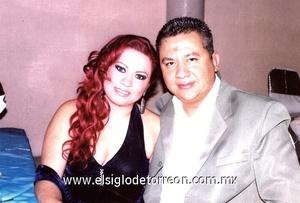 26122011 JENY  Holguín de Macario y Juan Héctor Macario en reciente posada.