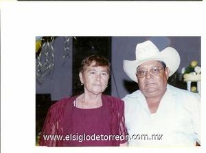 26122011 SRA. SIMONITA  Hernández y Sr. Salomón Alvarado Olvera celebraron 50 años de casados en compañía de sus hijos, nietos y amigos.