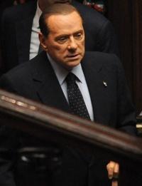 El primer ministro Silvio Berlusconi renunció después de que la cámara baja del parlamento aprobó una serie de reformas exigidas por la Unión Europea, con lo que terminó una era política de 17 años.  http://www.elsiglodetorreon.com.mx/noticia/676884.html