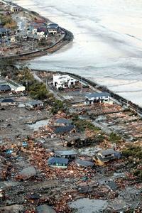 Un fuerte tsunami desencadenado por el terremoto más poderoso en la historia de Japón pegó en su costa oriental, donde causó la muerte de cientos de personas y provocó varios incendios, además de alterar las plantas radiactivas.  http://www.elsiglodetorreon.com.mx/noticia/607440.japon-registra-cientos-de-muertos-por-sismo-y.html