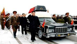 Su hijo y sucesor, Kim Jong Un, desempeñó un papel central en la procesión.