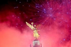 Alrededor de 50 mil personas disfrutaron del festejo de Año Nuevo 2012 en el Ángel de la Independencia.