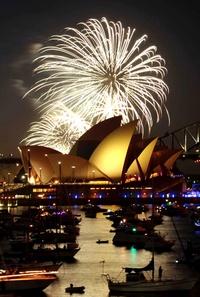El cielo de Sídney, se iluminó durante uno de los espectáculos para celebrar la llegada del Año Nuevo.