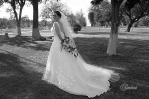 ING.  Enoé Arzate Soto el día de su boda con el Ing. Israel Omar Alvarado Medina. <p> <i>Sandoval Fotografía</i>