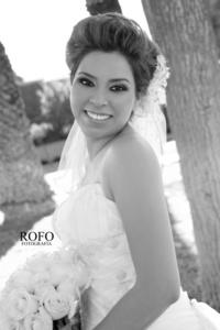 ING.  Saraí Rodríguez Serrano unió su vida en matrimonio a la del Sr. David Castellanos Sujo.- <p> <i> Rofo Fotografía</i>