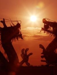 La estructura de los dragones gemelos en Byeokgol Dike en Gimje, anuncian la llegada del Año del dragón del zodiaco chino.