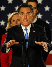 Mitt Romney pronuncia un discurso ante sus simpatizantes.