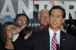 El ex senador y precandidato a la presidencia estadounidense Rick Santorum habla con sus seguidores.