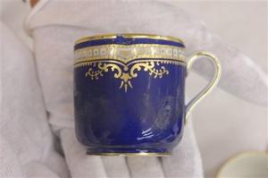 También se subastarán artículos de la primera clase, como esta taza de porcelana china.