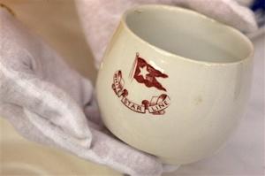 Esta taza de té de porcelana china, fue utilizada por los pasajeros de la tercera clase.