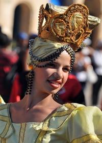 Las reinas del carnaval salieron a las calles de La Habana a lucir su vestimenta.