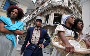 Este desfile rememora el que realizaban los esclavos africanos en tiempos coloniales cuando sus amos le daban permiso de danzar el Día de Reyes.