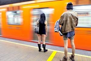 Los paseantes iniciaron su viaje ligero por diversas estaciones del metro para culminar en el Zócalo.