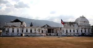 El gobierno ha dicho que el desastre mató a 316 mil personas y desplazó a 1.5 millones.