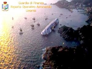 Cuando el buque se encontraba en las cercanías de la isla de Giglio y la mayoría de los pasajeros cenaban, se fue la luz y se sintió un golpe y un gran estruendo, relataron después los náufragos.